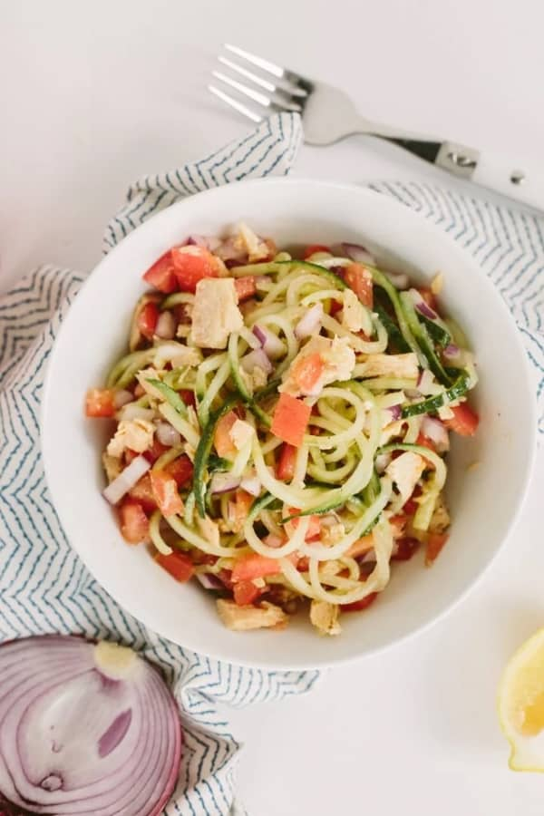 Noodle-salad with tuna and cucumber