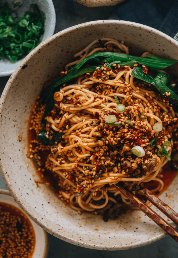 Chinese Street Food Dan Dan Mian (Spicy Noodles with Mincemeat)