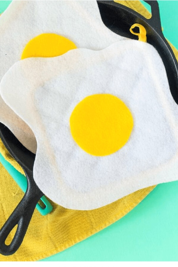 DIY No-Sew Fried Egg Mitts