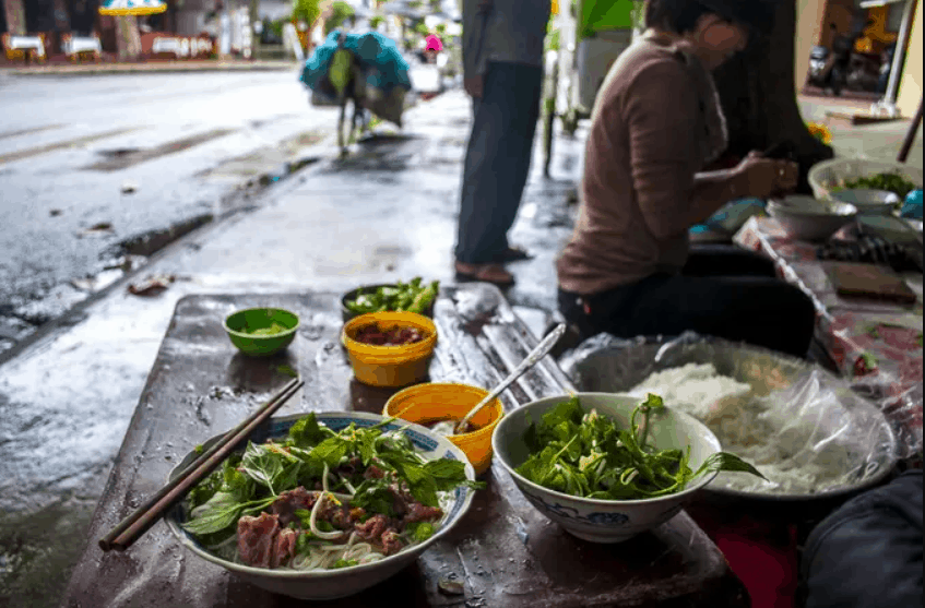 Vietnamese Street Food Phở (Noodle Soup)