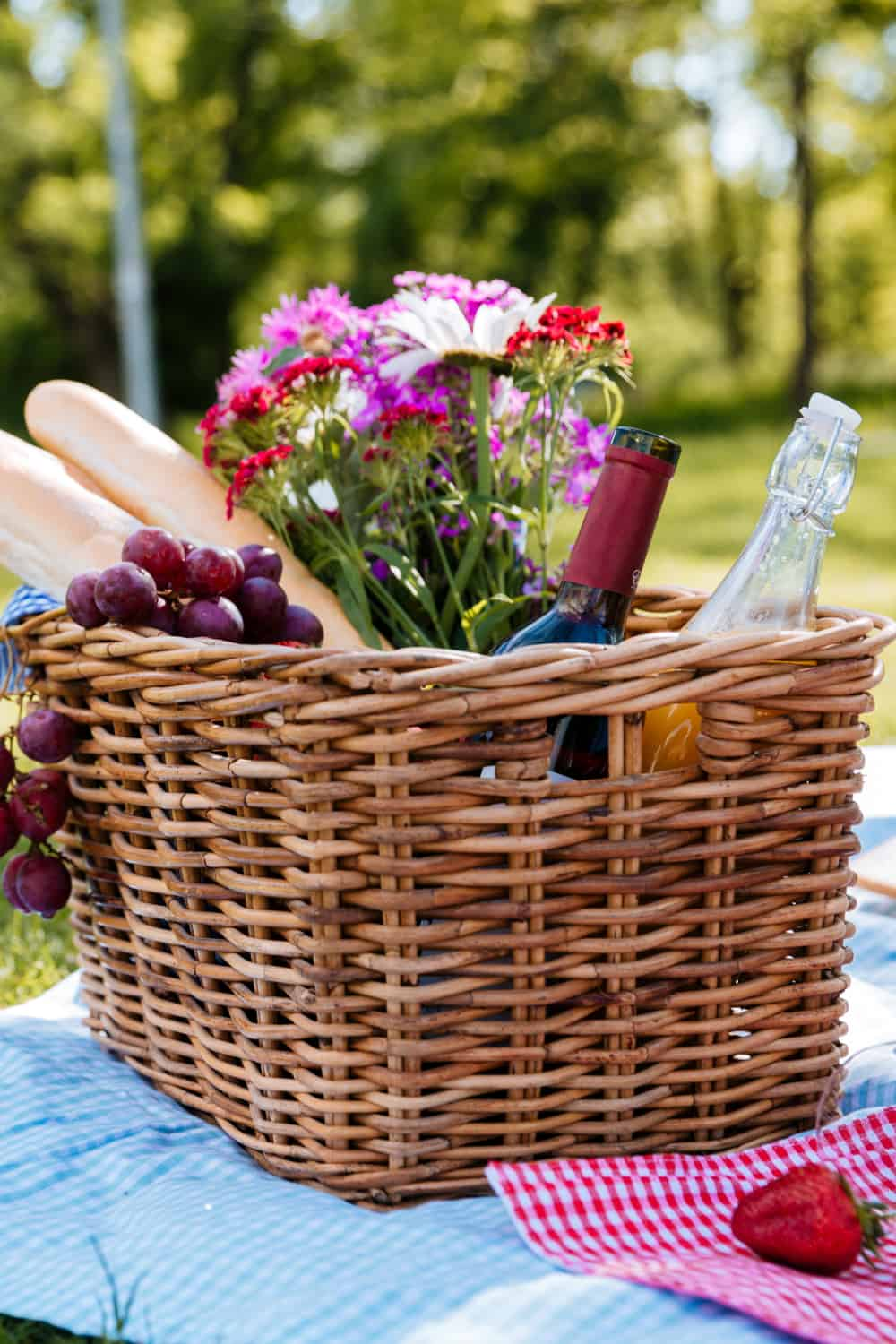 19 Homemade Picnic Basket Ideas You Can DIY Easily