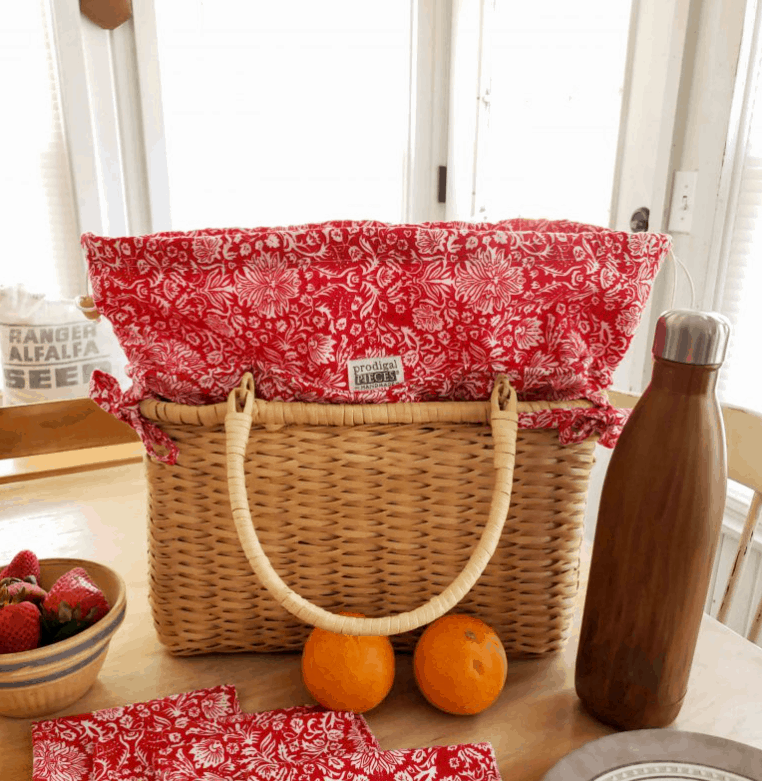 DIY Insulated Picnic Basket with Napkins