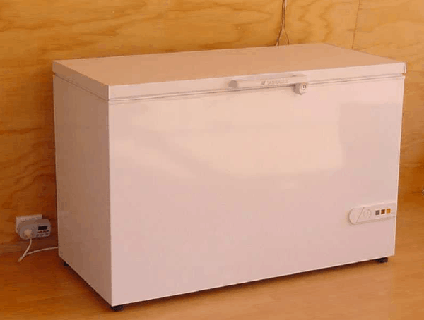 DIY Refrigerator that Uses 0.1 kWh a Day