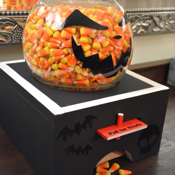 SPOOKY DIY CANDY DISPENSER FOR HALLOWEEN