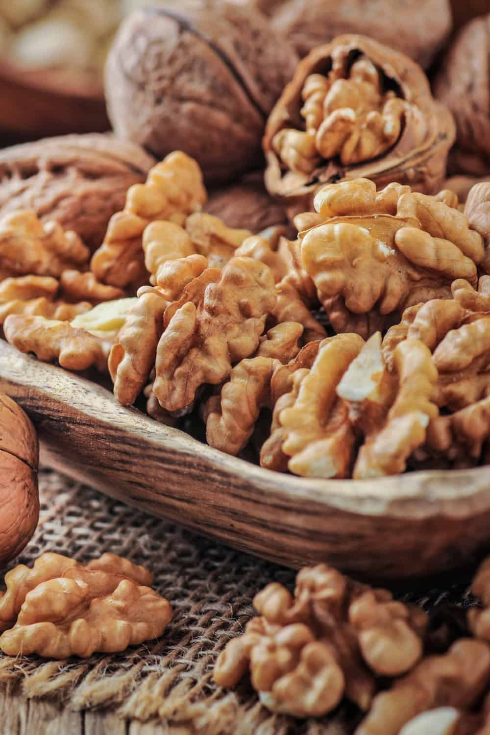 4 Tips to Tell if Walnuts Have Gone Bad